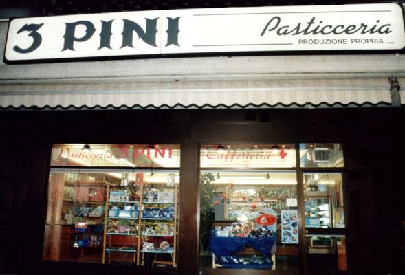 £ Pini a Peschiera Borromeo in Via Della Liberazione.