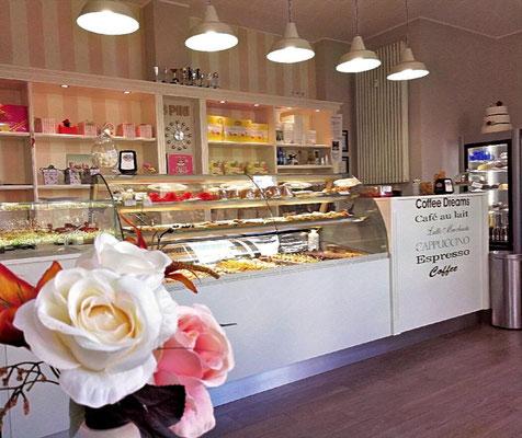 L'ultimo negozio aperto in Via Mecenate 25 a Milano.