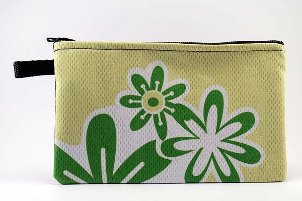 Die schöne Radfahrertasche in grün mit Blunmen