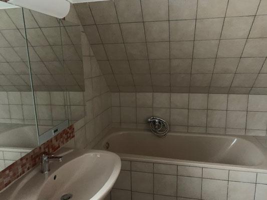 Waschbecken und Badewanne