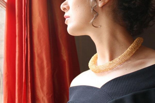 Capiba bijoux collier ras de cou fait au crochet à l'aiguille, doré à l'or fin 24k