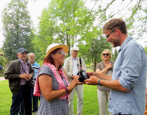 Verabschiedung von Herrn Hübscher. Danke nochmal hier an Herrn Hübscher für die fachkundige Führung durch den Rosengarten!