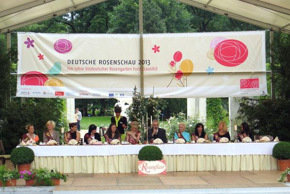 Nächster Tag: Rosengarten in Forst, hier geben sich die ehemaligen und die derzeitige Rosenkönigin die Ehre