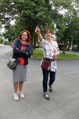 Reiseleiterin Antje mit Frau Steinmetz