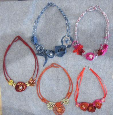 Colliers tissus couleur 5pcs