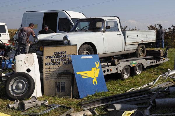 Peugeot 404 Pickup. Restaurierungswürdig