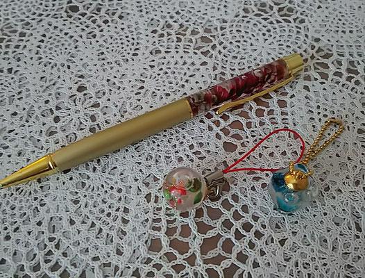 ハーバリウムボールペンとキーホルダーは
