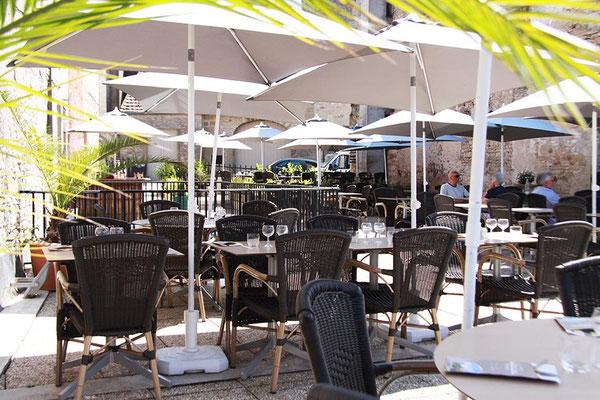 Restaurant Vézelay avec terrasse et vue panoramique sur Vézelay