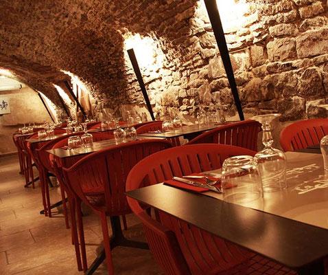 Restaurant Vézelay avec cave voutée, capacité 50 personnes max