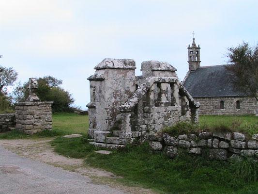 Plas ar Horn (la chapelle, la chaire à prêcher, la croix celtique) - Locronan