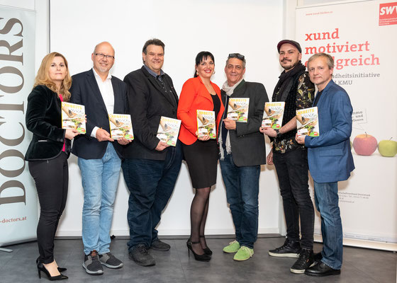 V.l. Gabriele Pflanzl (Gesamtredaktion), Michael Kornhäusl (Business Doctors), SWV-Präsident KR Karlheinz Winkler, Sonja Lenz (Redaktion), Michael Ordelt (Brauhaus Puntigam), Markus Buchsbaum (Grafik) und Robert Rothschädl (xund-bleiben-Koordinator)