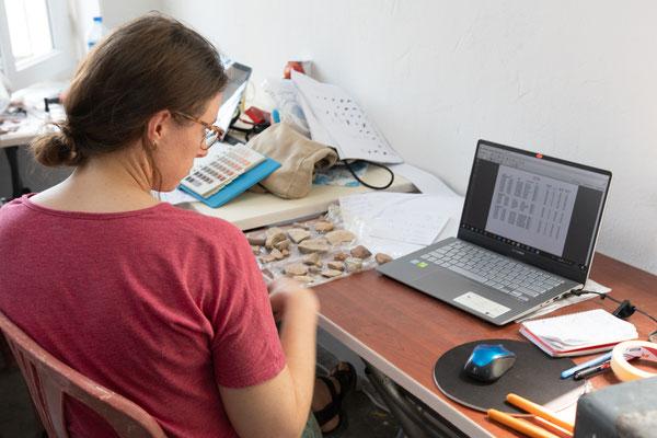 Der Fokus von Hannah liegt auf der Keramik der Eisenzeit und...