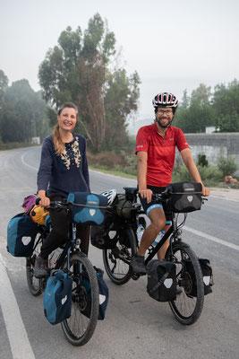 Die beiden haben auf ihrer Weltreise einen Abstecher nach Sirkeli gemacht, um Dans Bruder David zu besuchen. Nun geht es für die zwei aber weiter...