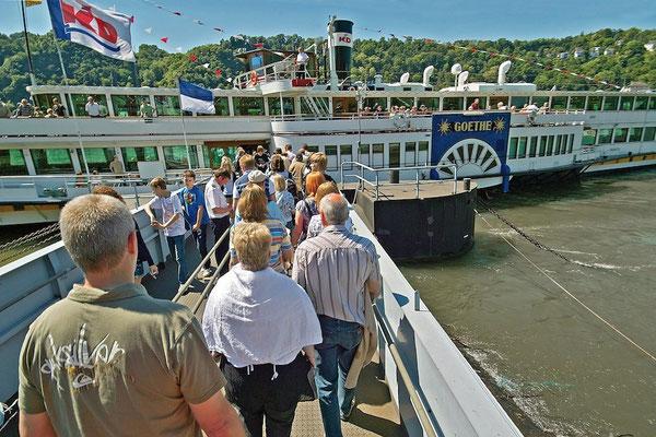 Einstieg auf die RMS GOETHE (© KD Deutsche Rheinschiffahrt AG / Foto: Horst Goebel)