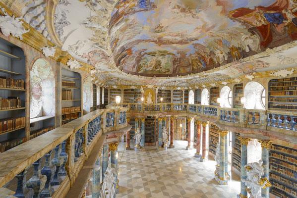 Bibiliothekssaal Kloster Wiblingen (© Oberschwaben Tourismus GmbH, Frank Müller)