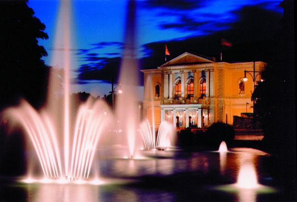 Opernhaus bei Nacht_Foto Stadt Halle © Stadt Halle (Saale) / Thomas Ziegler