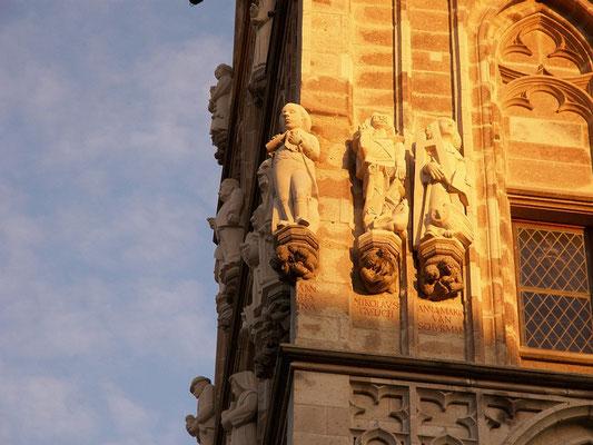 Eine Figur am Rathausturm zu Ehren von Johann Maria Farina