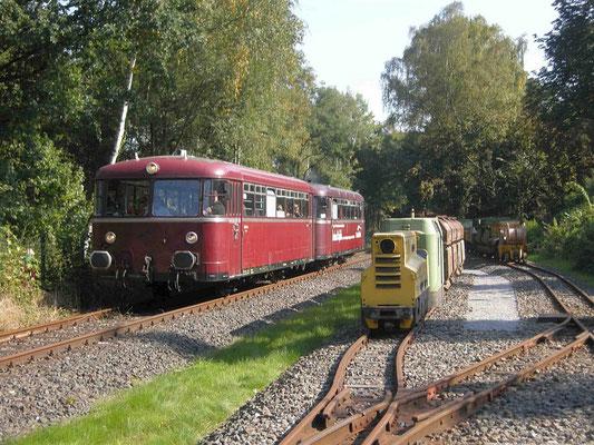 Ein alter Wagen fährt auf der historischen Ruhrtalbahn © Route der Industriekultur