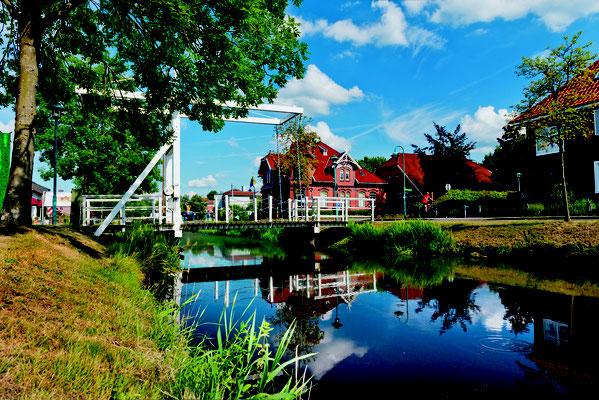 Klappbrücke vor dem Fehn- und Schiffahrtsmuseum © IG Deutsche Fehnroute