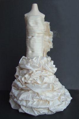 Reproduction miniature d'une robe de mariée - phase de construction 4