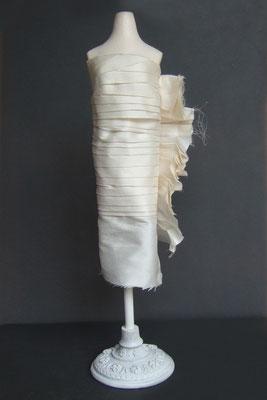 Reproduction miniature d'une robe de mariée - phase de construction 1