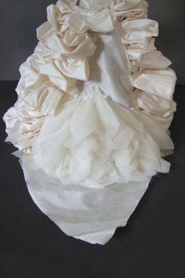 Reproduction miniature d'une robe de mariée - phase de construction 3