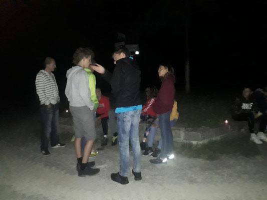 Nachtwanderung, Zwischenstation an der Linde