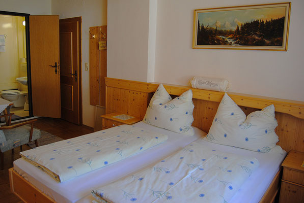 cozy double room at Pension Kirchenwirt, Obervellach