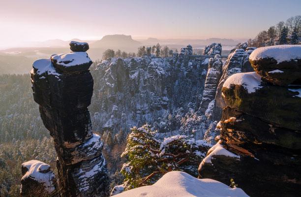 Wehlnadel mit Bastei im Wintermärchen. (Januar)