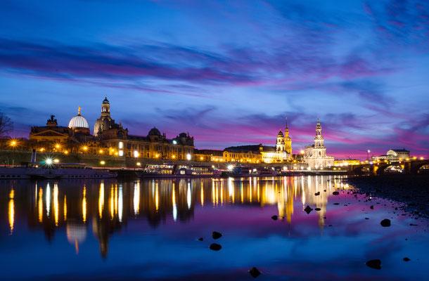 Skyline am Elbufer von Dresden.