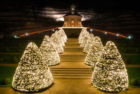 Schloß Wackerbarth erstrahlt mit tausenden Lichtern.