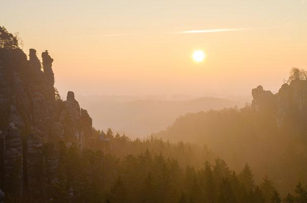 Wintersonne über dem Wehlgrund. (Dezember)