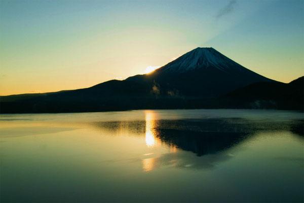 「夜明け前」 室田 利洋