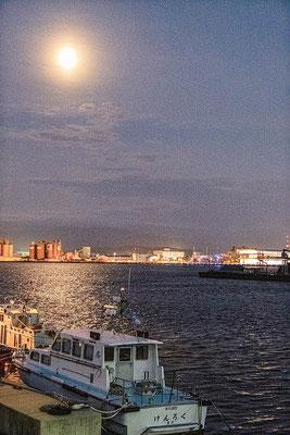 「金沢港の十五夜」 山下 正己