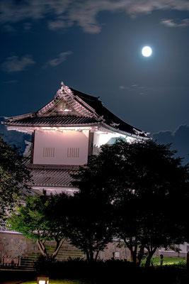 「金沢城公園の十五夜」 山下 正己