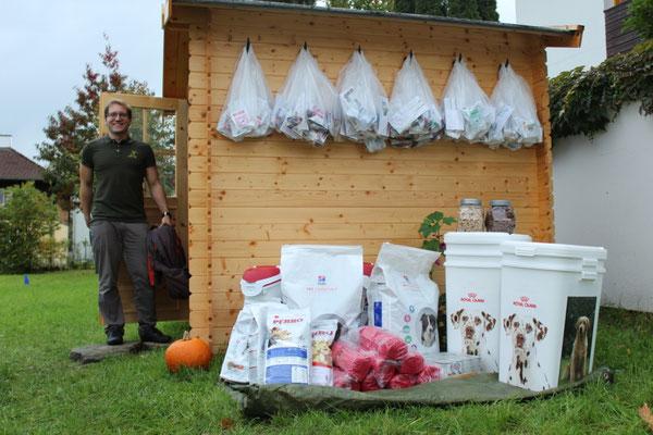 Hundetrainer Franz Unterberger präsentiert unsere tollen Preise