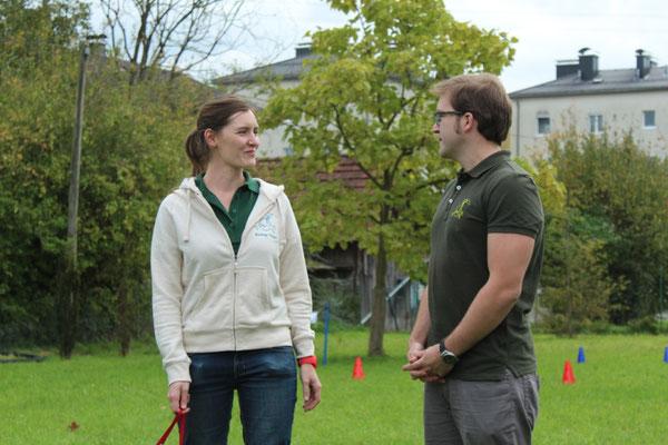 Begrüßungsworte der Hundetrainer Sarah Lehner und Franz Unterberger