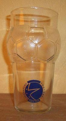 Verre en forme de ballon, avec le logo du président Proisy (fin des années 1990, début des années 2000).  (Contributeur : Planète Racing)