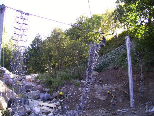 Barriere debris flow -posizionamento barriera per contenimento di colate detritiche - Piemonte Provincia di Cuneo