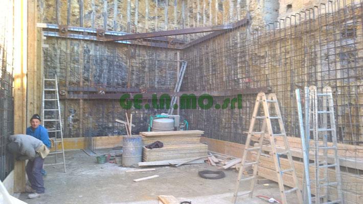 Consolidamenti - Berlinese con doppio ordine di tiranti realizzata operando in ambienti angusti per costruzione di garage. (GE)