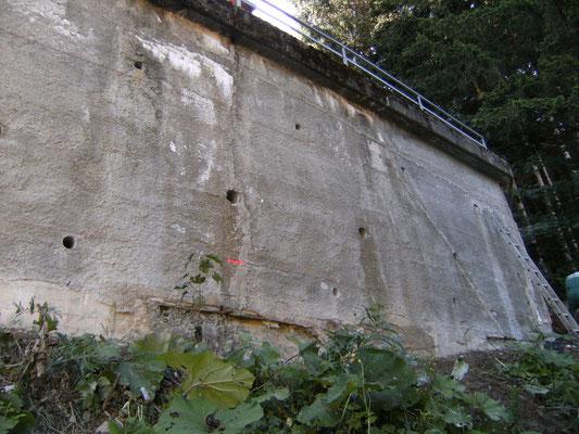 Cinturazione muri - Muro strapiombante e crepato - Piemonte - Provincia di Cuneo
