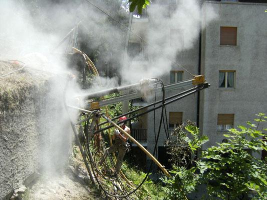 Cinturazione muri - Perforazione tiranti con perforatrice su slitta - Piemonte CN
