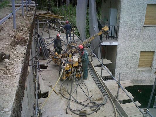 Cinturazione muri - Allestimento sonda cingolata su ponteggio - Piemonte CN