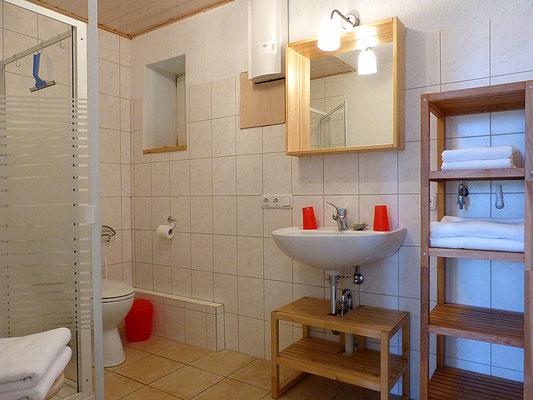 Das geräumige Duschbad mit Tageslicht