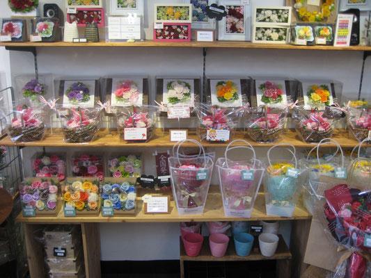 ソープフラワーの花束等も販売しています!