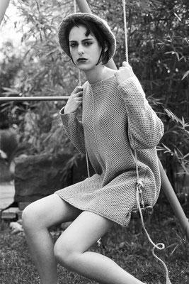 Jeune fille sur une balançoire - Sophie, Pont du Château