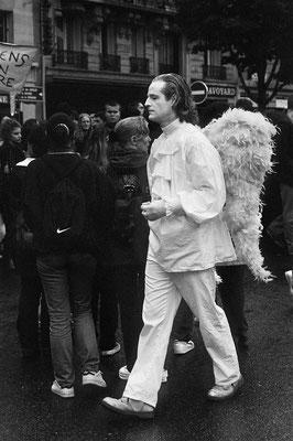 Un Ange dans la tourmente, Paris