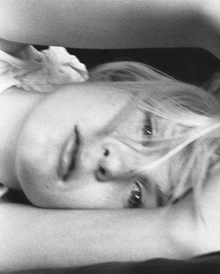 Jeune fille allongée, Paris