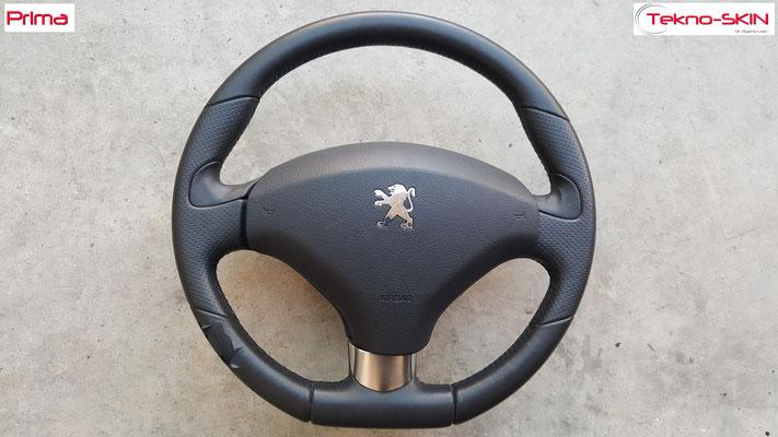 VOLANTE PEUGEOT 3008  Ripellamento completo in Pelle Nera Liscia e Pelle Traforata Cuciture nere su volante Originale in Pelle Nera  - Prima