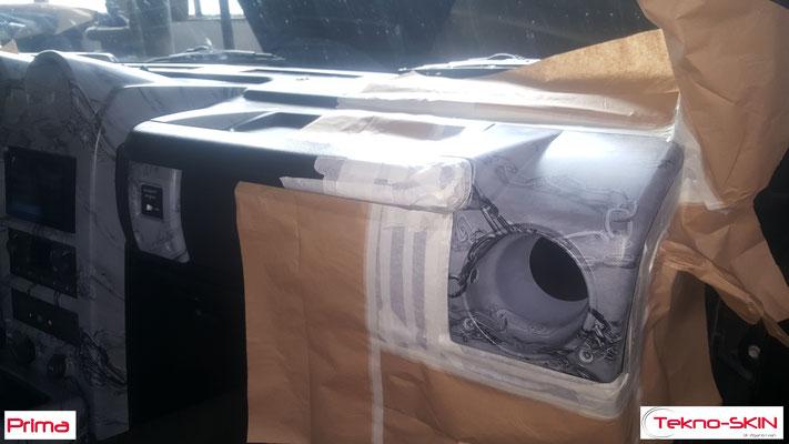 PERSONALIZZAZIONE INTERNI HUMMER H2  - Rimpellamento  Sedili Anteriori (con ricamo Hummer) e Sedili Posteriori  - Rimpellamento Tunnel Centrale con ricamo H2  - Ricolorazione parti Cruscotto e Tunnel Centrale  - Pulizia e Sanificazione Completa  - Prima